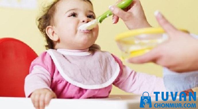 tạo thói quen ăn uống cho trẻ