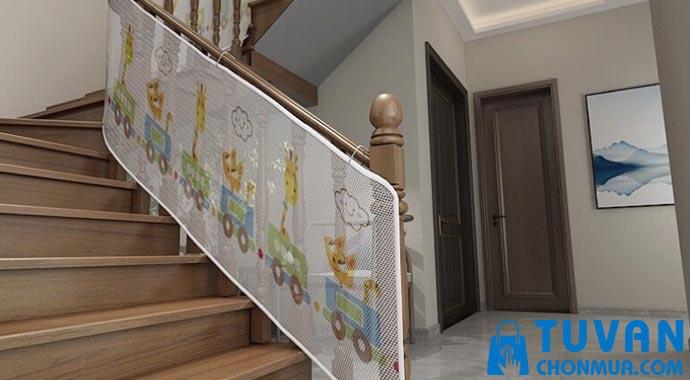 Lưới chắn cầu thang cho trẻ mắt nhỏ
